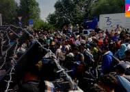 난민들, 길 막히자 '지뢰밭 우회로'…인명 피해 우려