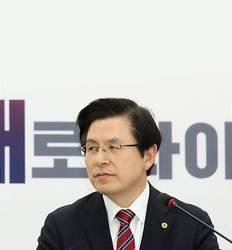 '한국당 왕따' 부른 황교안 '5·18 침묵'