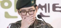 """트랜스젠더 부사관 얼굴 공개 """"최전방서 군인으로 남고 싶다"""""""