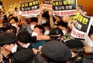 """'인천공항 분노' 더 키운 靑 """"정규직화, 청년 위한 것"""""""