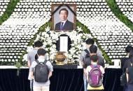 '#피해자와 연대' 박원순 떠나고 시작된 운동