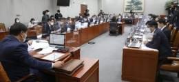 """""""박원순, 침실서 신체적 접촉"""" 김정재 이 말에 국감장 난장판"""